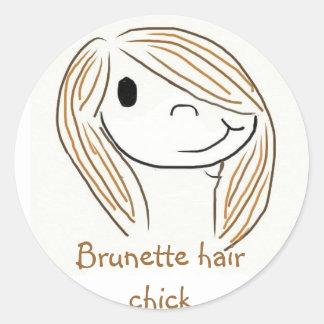 Poussin de cheveux de brune sticker rond