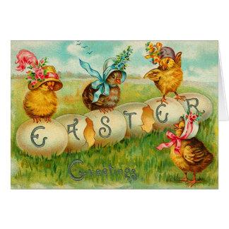 Poussins de Pâques avec des casquettes Carte De Vœux