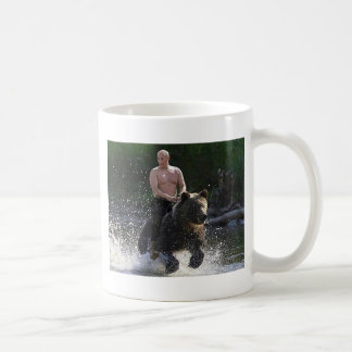 Poutine monte un ours ! mug