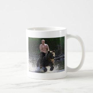 Poutine monte un ours ! mug blanc