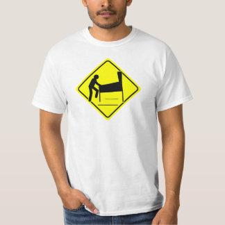 PRÉCAUTION - arcade drôle du joueur XING de T-shirts
