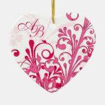 Premier Noël épousant ensemble l'ornement de coeur