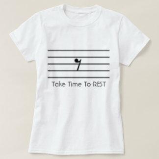 Prenez du temps de reposer le T-shirt