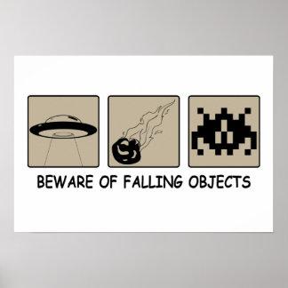 Prenez garde de l'affiche en baisse d'objets posters