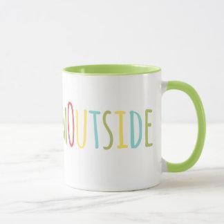 Prenez-leur la tasse d'extérieur