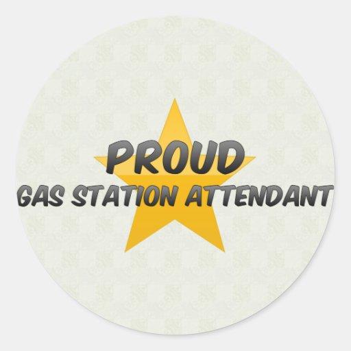 Préposé fier de station service adhésifs ronds