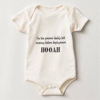 Présent du pré-déploiement du papa body pour bébé