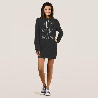 Priez + Croyez + Recevez la robe de sweatshirt