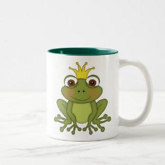 Prince de grenouille de conte de fées avec la cour mug bicolore