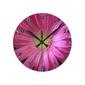 Princesse rose de marguerite horloge ronde
