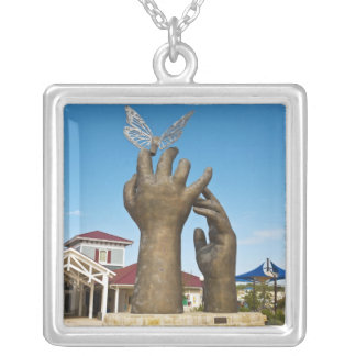 Prise de la sculpture en vol pendentif carré