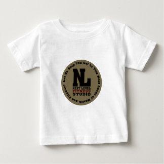 Prochain emblème de niveau de studio de forme t-shirts