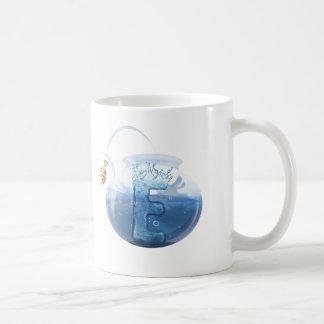 Produits de l'eau de cuvette de poissons mug blanc