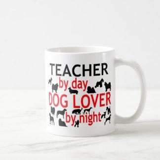 Professeur par l'amoureux des chiens de jour par mug