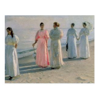 Promenade sur la plage carte postale