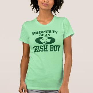 Propriété d'un garçon irlandais t-shirt