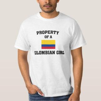 Propriété d'une fille colombienne t-shirt