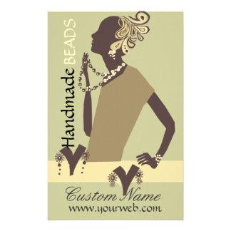 Prospectus 14 Cm X 21,6 Cm Perle moderne de femme de modèle de bijou de mode