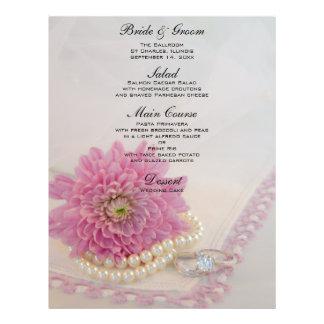 Prospectus 21,6 Cm X 24,94 Cm Fleur, dentelle rose et anneaux épousant le menu