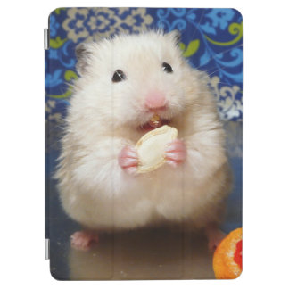 Protection iPad Air Hamster syrien pelucheux Kokolinka mangeant une