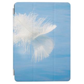Protection iPad Air La plume blanche réfléchit sur l'eau | Seabeck, WA