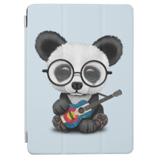 Protection iPad Air Panda de bébé jouant la guitare de drapeau du