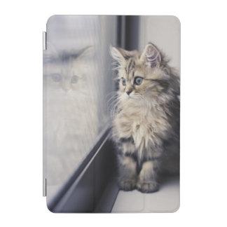 Protection iPad Mini Chaton regardant la fenêtre