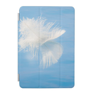 Protection iPad Mini La plume blanche réfléchit sur l'eau | Seabeck, WA