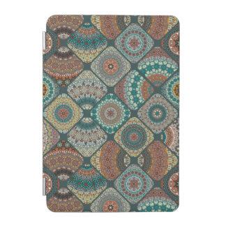 Protection iPad Mini Patchwork vintage avec les éléments floraux de
