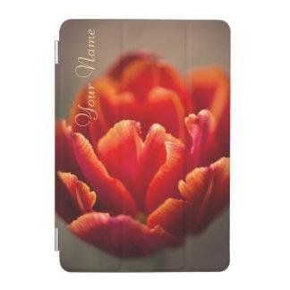 Protection iPad Mini Pétales assez rouges de tulipe. Ajoutez votre nom
