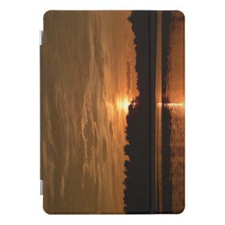Protection iPad Pro Cover Coucher du soleil sur l'étang d'or