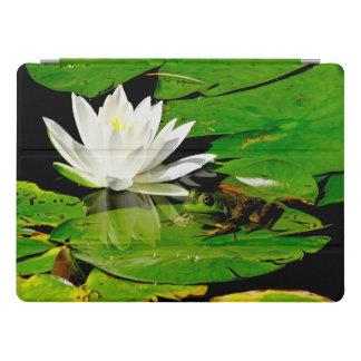 Protection iPad Pro Grenouille belle avec la fleur de lis blanc