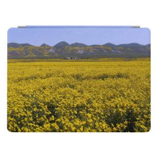 Protection iPad Pro Paysage jaune de champ de fleur sauvage