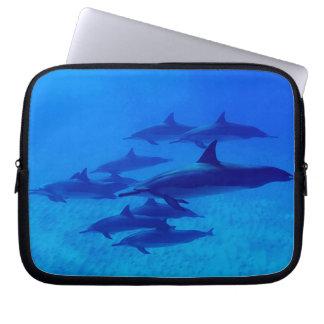 Protection Pour Ordinateur Portable Dauphins nageant en mer bleue