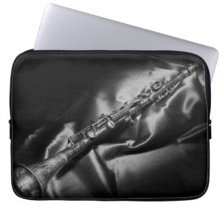 Protection Pour Ordinateur Portable De clarinette toujours la vie antique, B&W