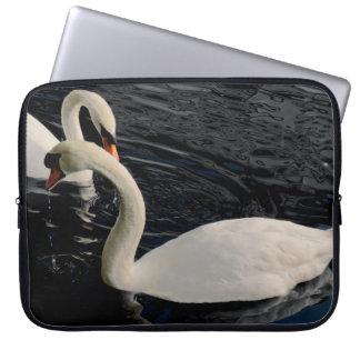 Protection Pour Ordinateur Portable Deux cygnes sur le lac