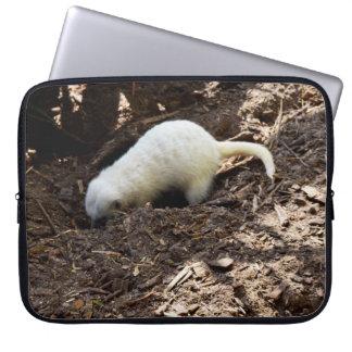 Protection Pour Ordinateur Portable Meerkat blanc creusant pour les insectes