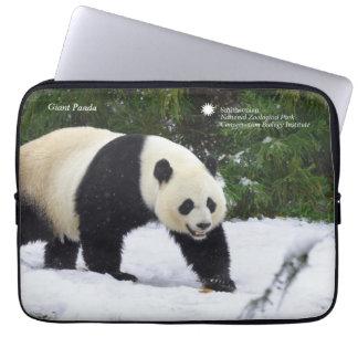 Protection Pour Ordinateur Portable Pandas géants de Smithsonien | dans la neige