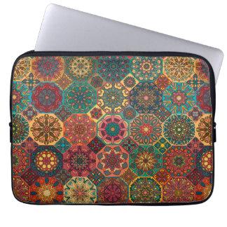 Protection Pour Ordinateur Portable Patchwork vintage avec les éléments floraux de