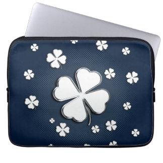 Protection Pour Ordinateur Portable Shamrocks blancs sur la douille bleue d'ordinateur