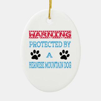 Protégé par un chien de montagne de Bernese Ornement Ovale En Céramique
