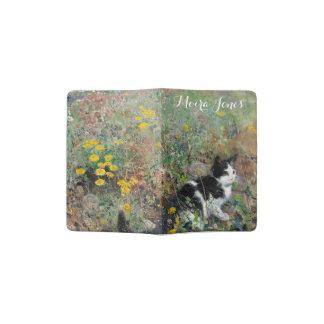 Protège-passeport Beau chat noir et blanc dans le domaine des fleurs