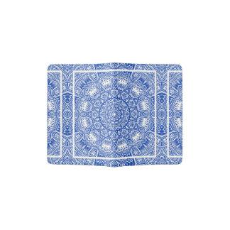 Protège-passeport Beau motif bleu et blanc de tuile de mandala