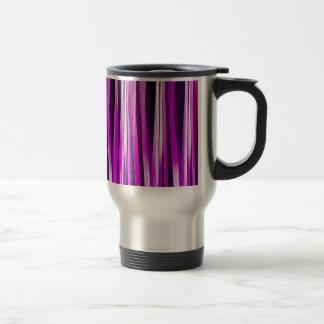 Prune pourpre et et lignes rayées motif de mug de voyage