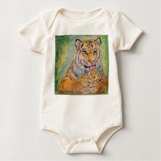 Pullover de bébé avec des tigres