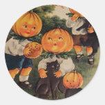 Pumpkinheads (carte vintage de Halloween) Sticker Rond