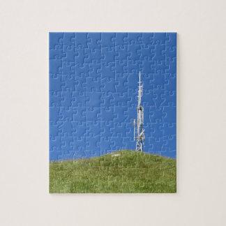 Puzzle Antenne sur le dessus de la montagne contre le