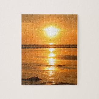 Puzzle Beau coucher du soleil orange à la plage dans Bali