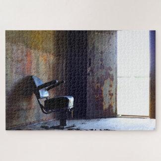 Puzzle Chaise dans un vieux bâtiment abandonné