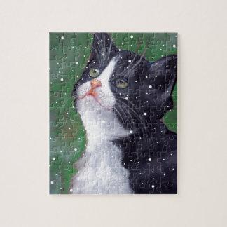 Puzzle Chat de smoking regardant des flocons de neige,